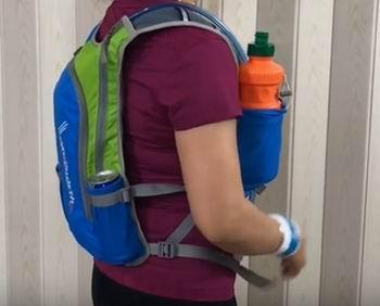 how do hydration packs work